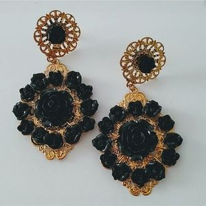 Black flower dangle earrings new with tags